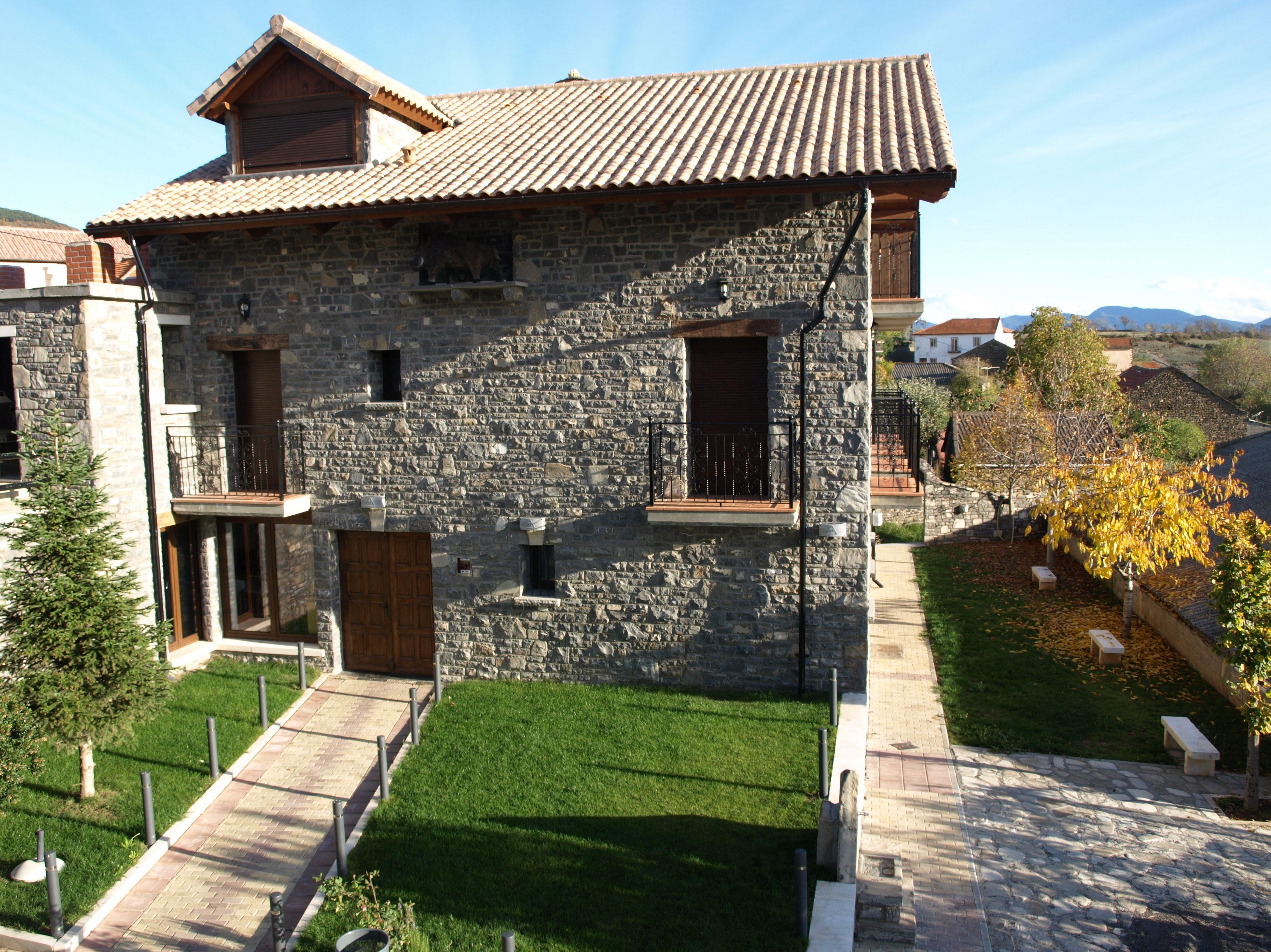 Jardín y terraza: Servicios e Instalaciones de Casa Rural El Churrón
