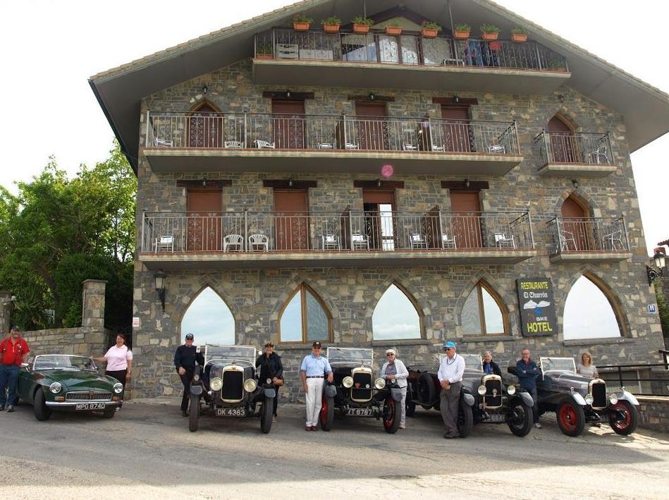TOUR DE COCHES ANTIGUOS EN EL PIRINEO HUESCA HOTEL EL CHURRON