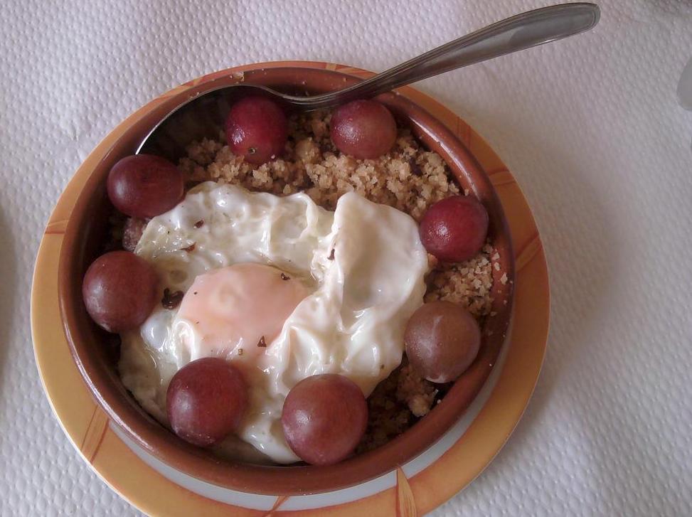 Nuestro plato tipico: Las Migas: Servicios e Instalaciones de Casa Rural El Churrón