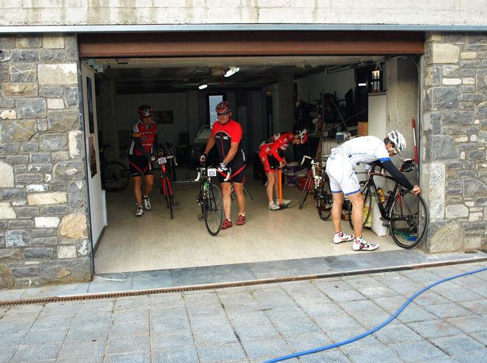 Servicio Especial Ciclistas: Servicios e Instalaciones de Casa Rural El Churrón
