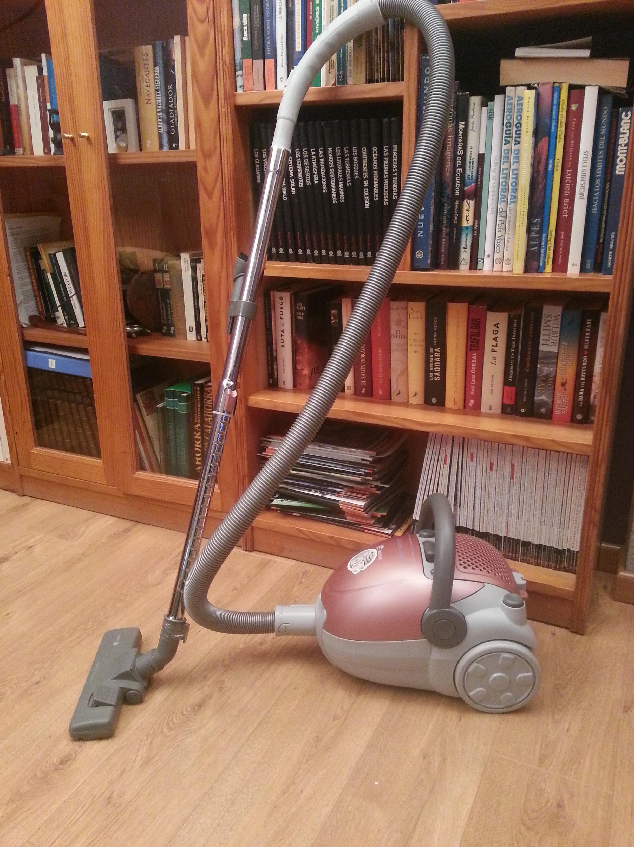 Consejos de limpieza: Las Aspiradoras : productos y servicios de Limpiezas Pirineos. Tel 617 32 76 52