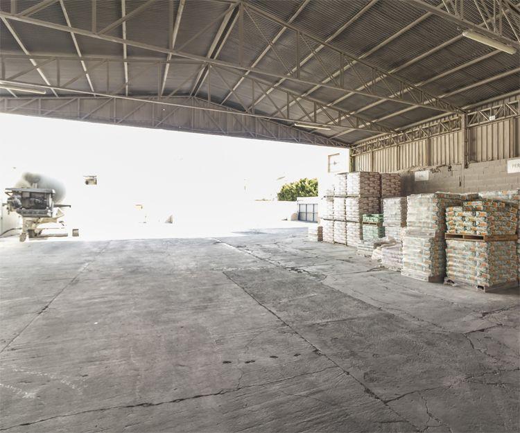 Almacén de nuestra fábrica de yeso en Murcia