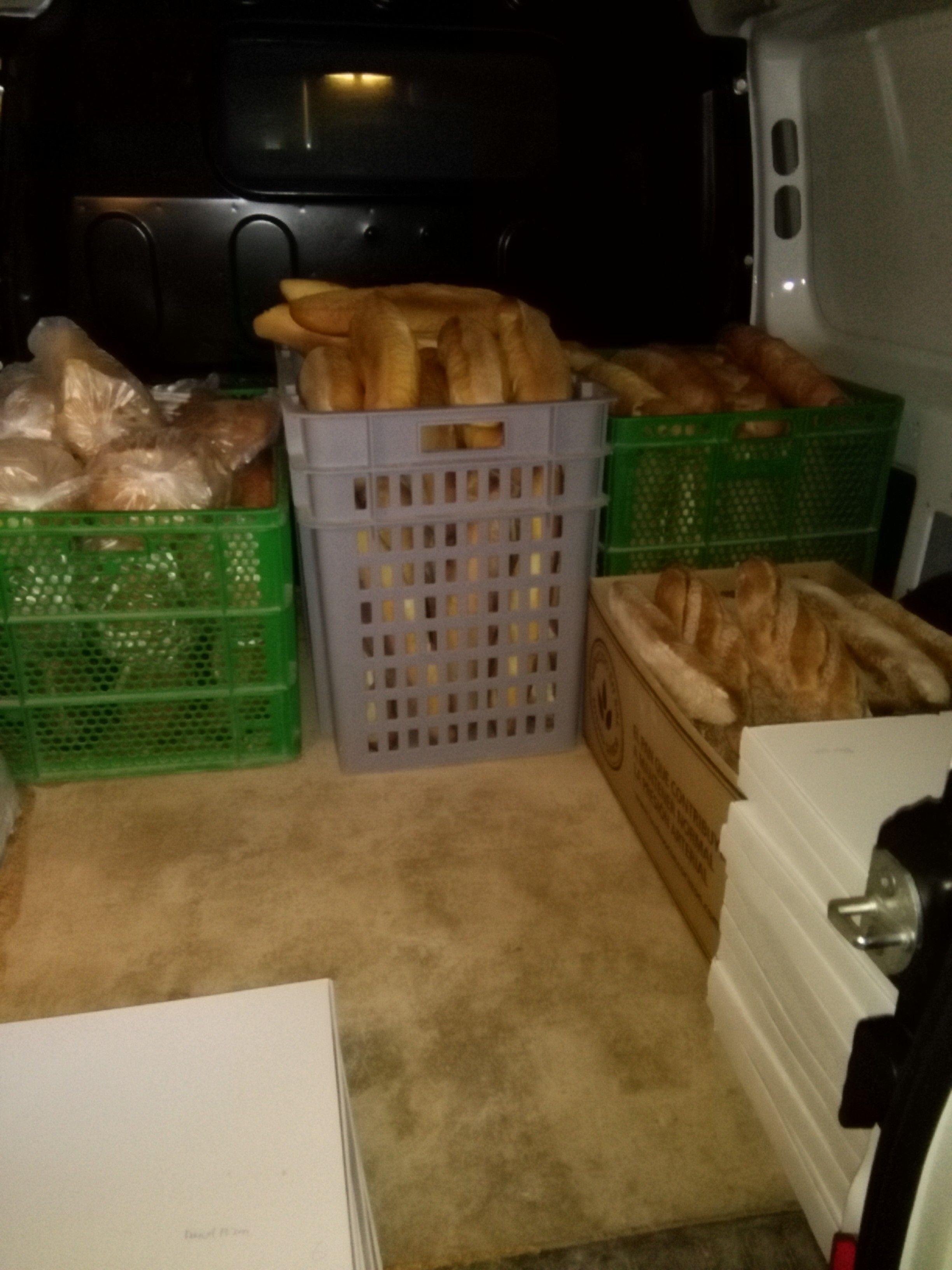 Reparto de pan en pueblos de la Comarca de Somontano de Barbastro