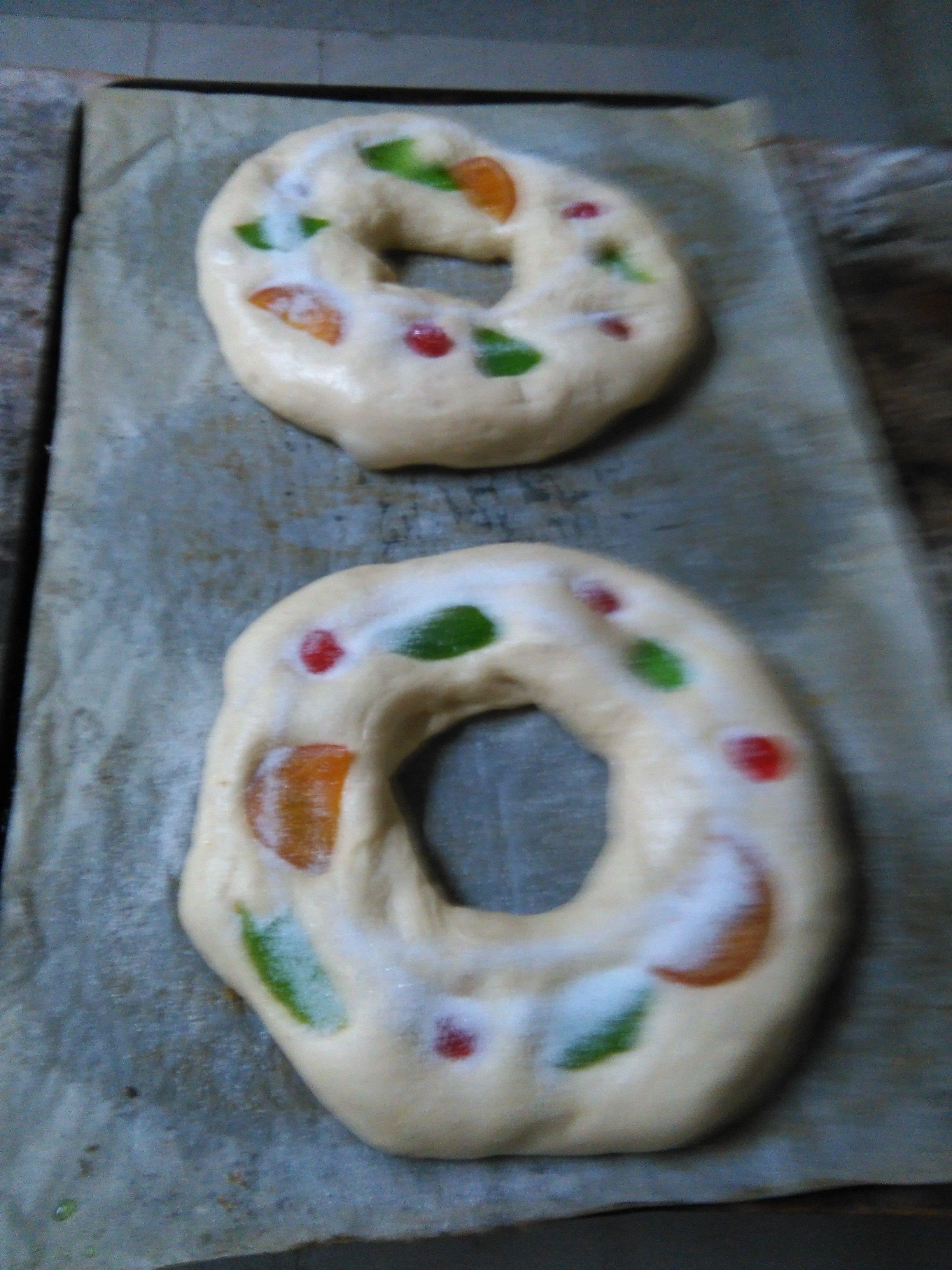 Elaboración artesana de roscones en Colungo