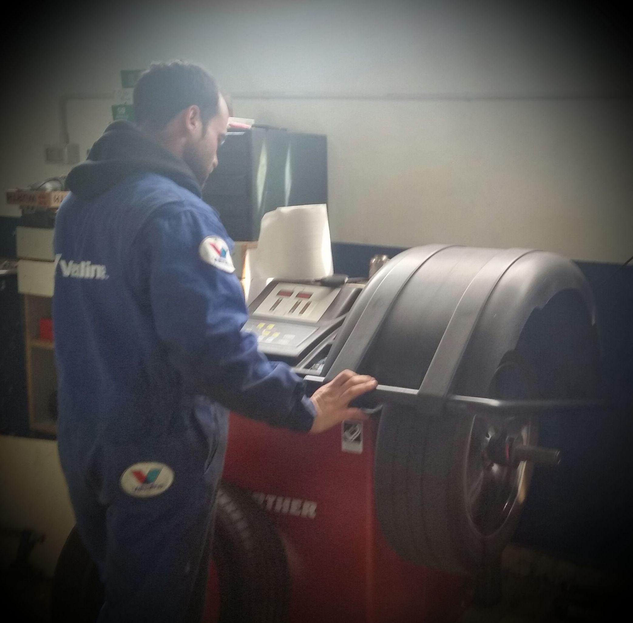 Foto 4 de Expertos en neumáticos en Aranguren | NEUMÁTICOS MIKEL