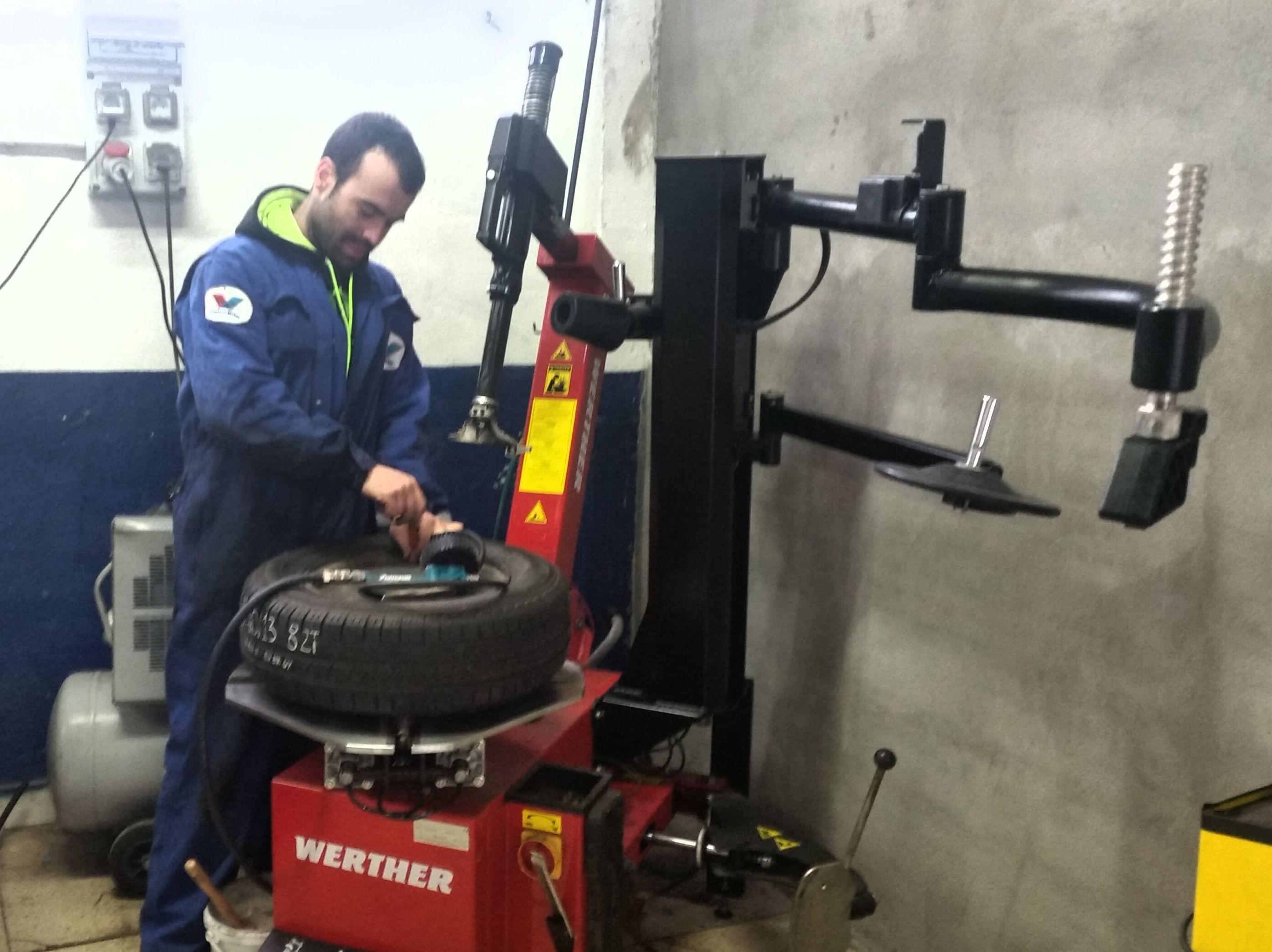 Foto 5 de Expertos en neumáticos en Aranguren | NEUMÁTICOS MIKEL