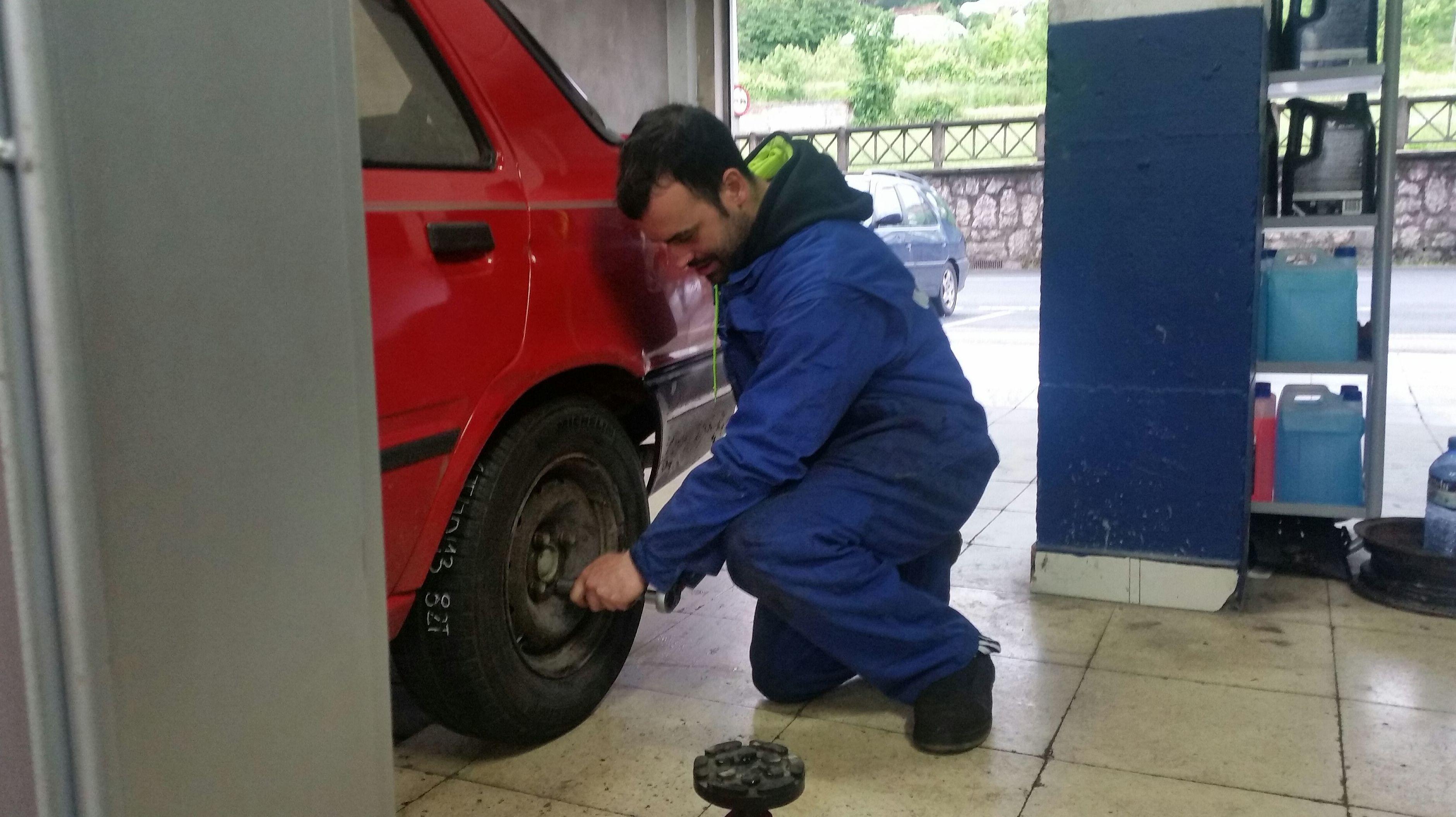 Foto 2 de Expertos en neumáticos en Aranguren | NEUMÁTICOS MIKEL