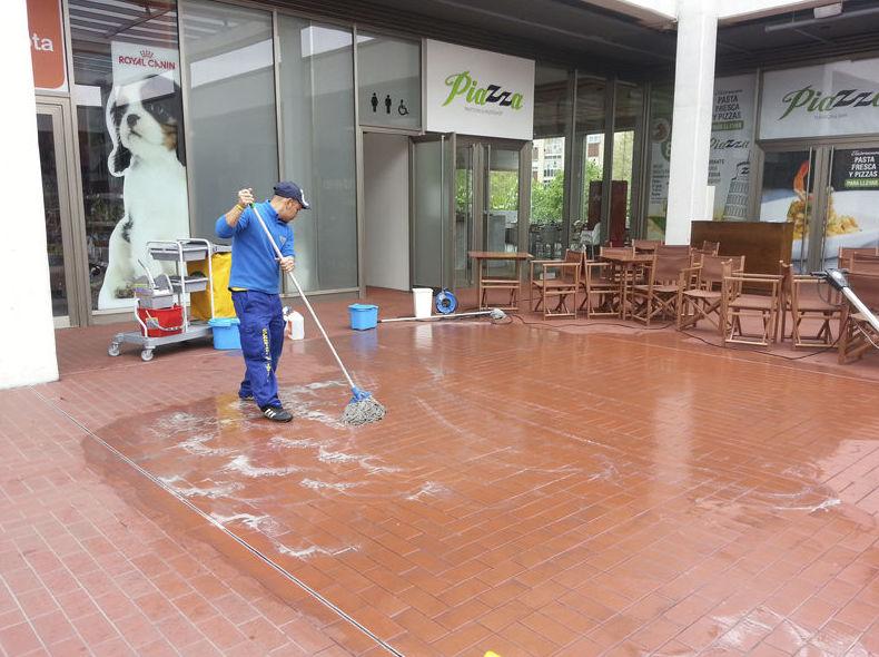 Limpieza y mantenimiento de suelos en grandes superficies