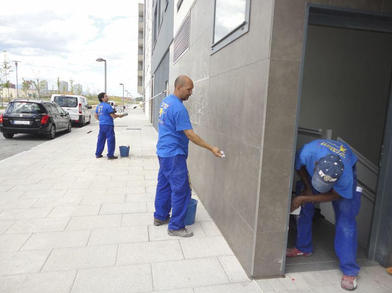 Limpieza de fachadas y accesos comunitarios