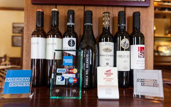Bodega de vinos con amplia variedad