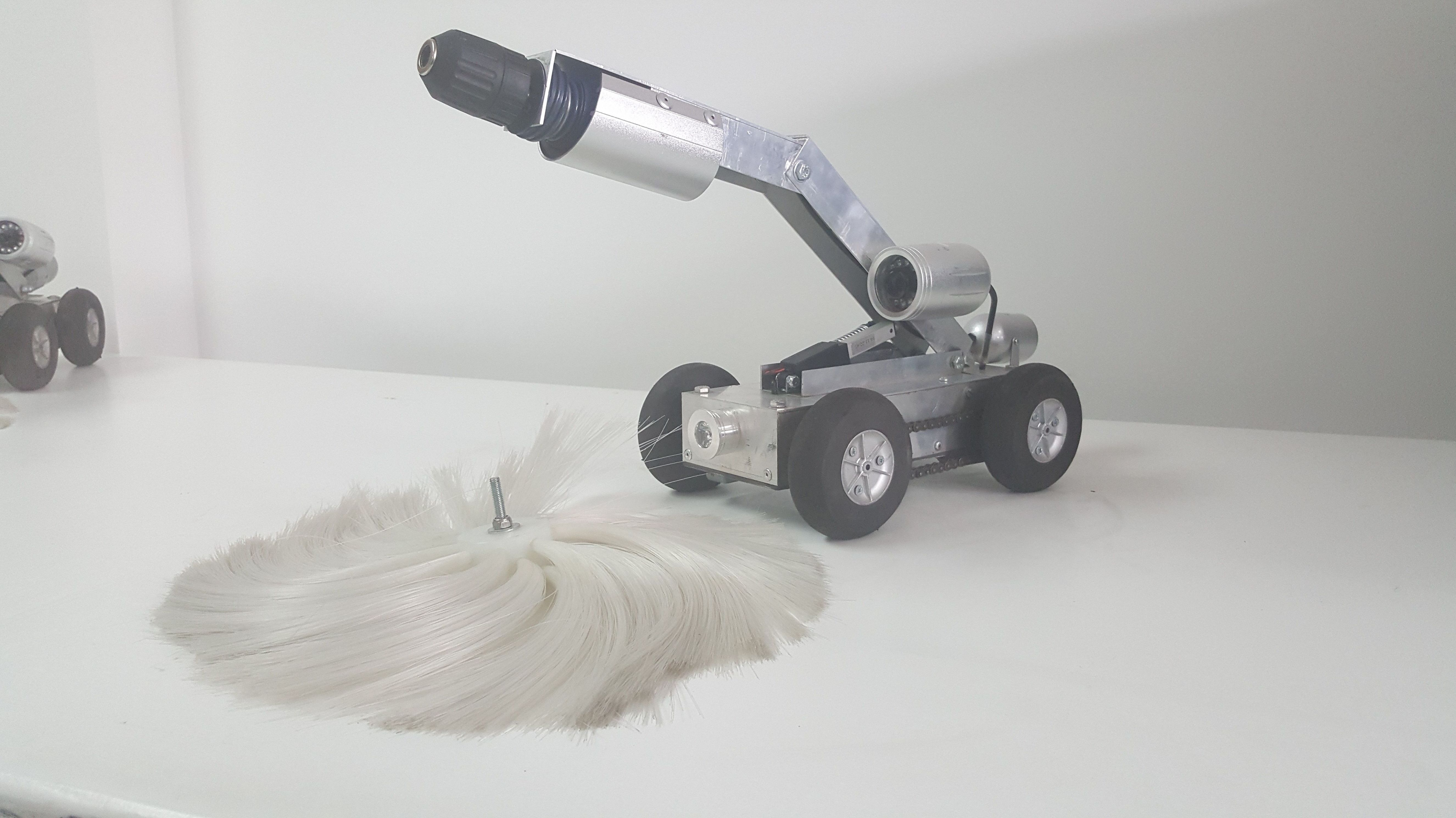 Robot y cepillo para limpieza de aire acondicionado