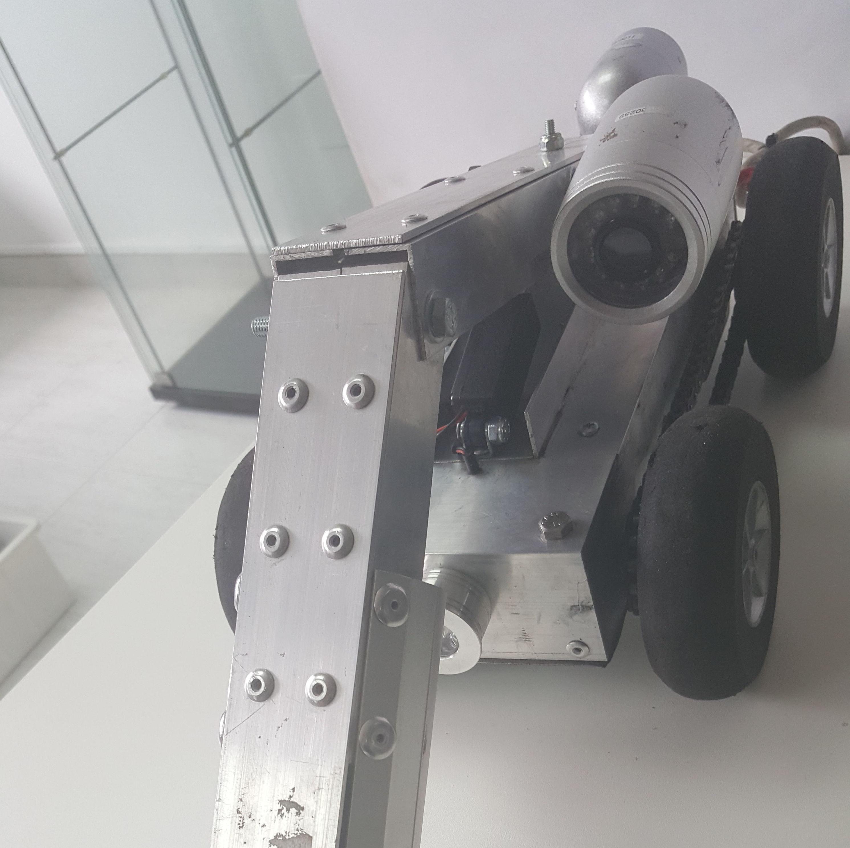 Robot con cepillo para limpieza de conductos