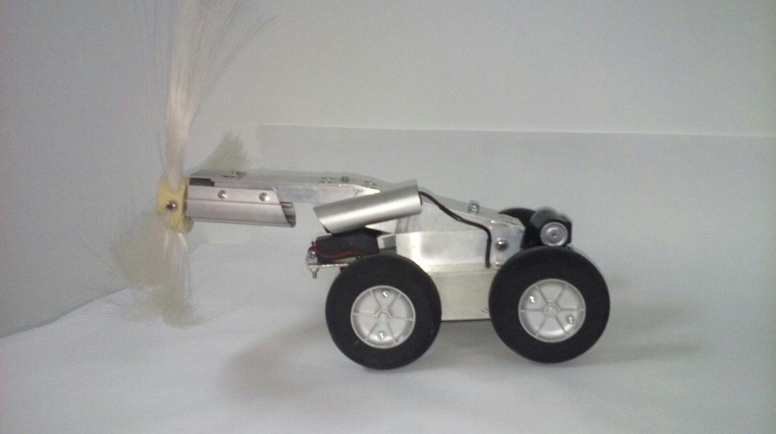Movimiento rotativo de cepillo para limpieza robotizada de conductos