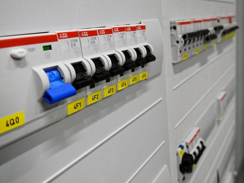 Instalaciones eléctricas, gas y agua: Servicios de Constru Stil