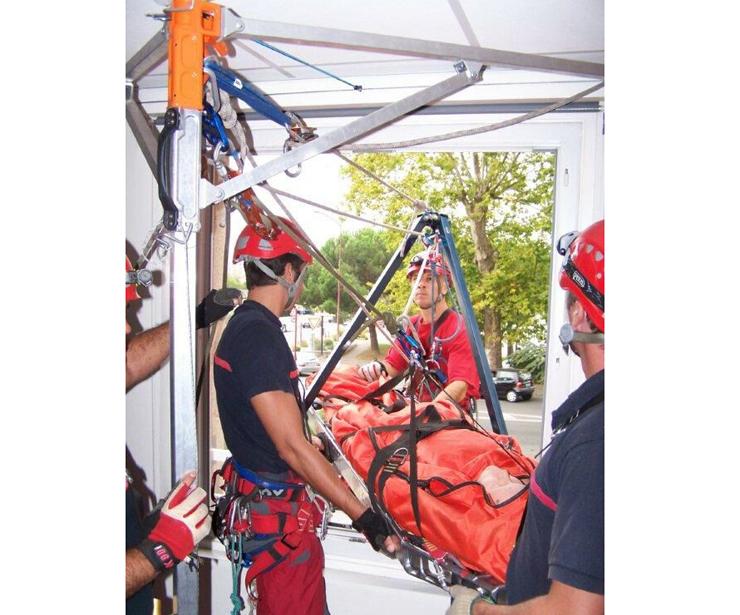 Sistema innovador para evacuación de heridos SYAM