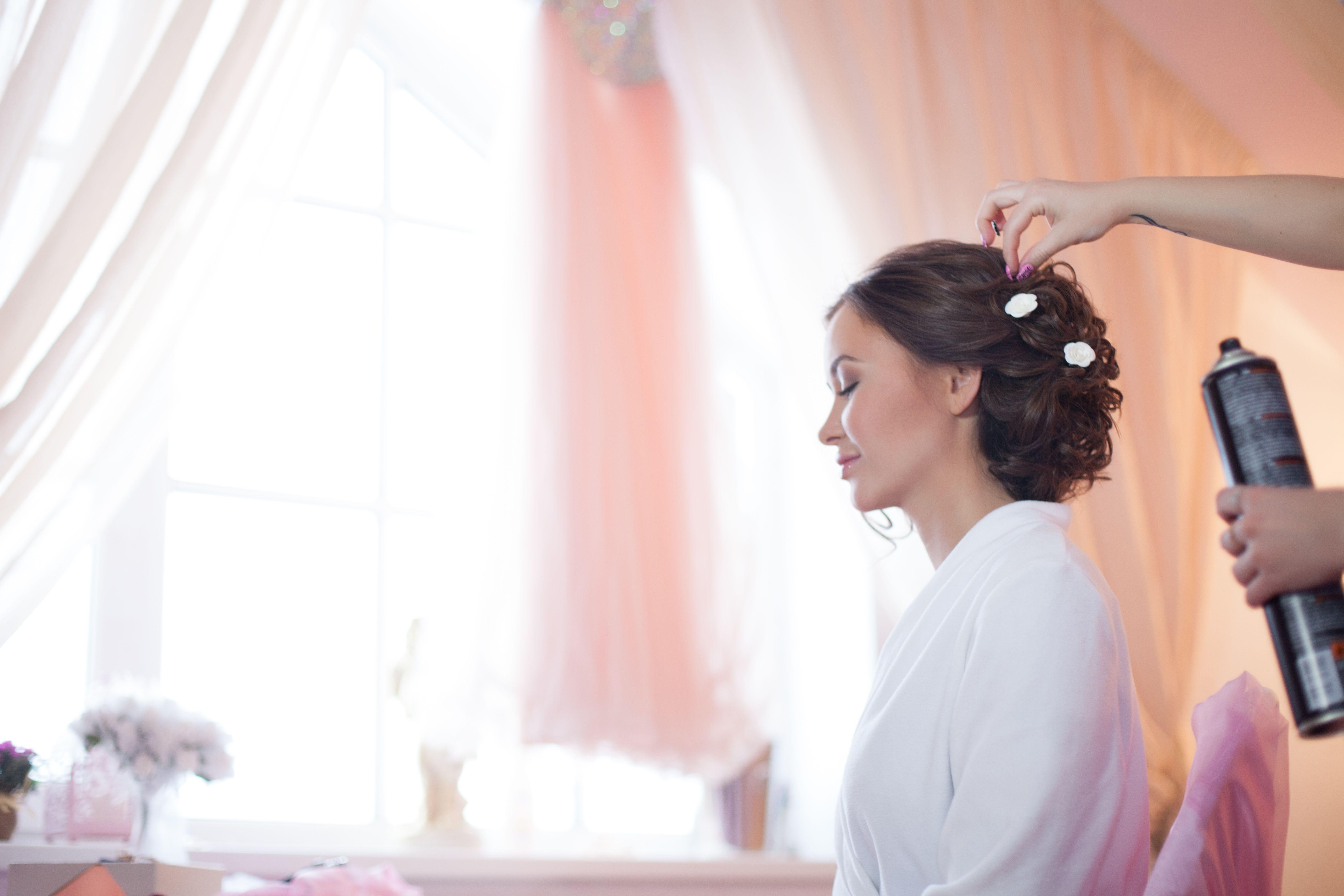 Peinados de novia y fiesta: Servicios de Perruqueria Montse Abellán