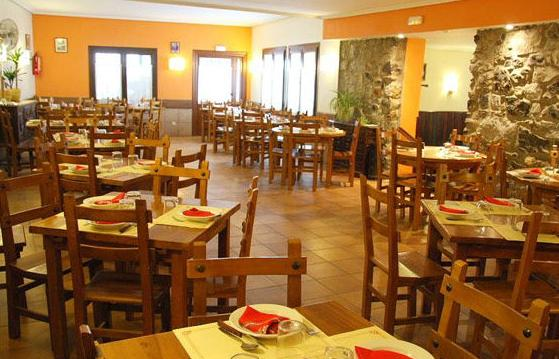 Restaurante moderno y acogedor