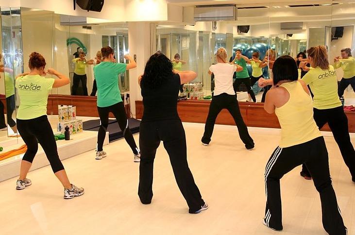 Actividades dirigidas nuestros servicios de gimnasio for Gimnasio femenino