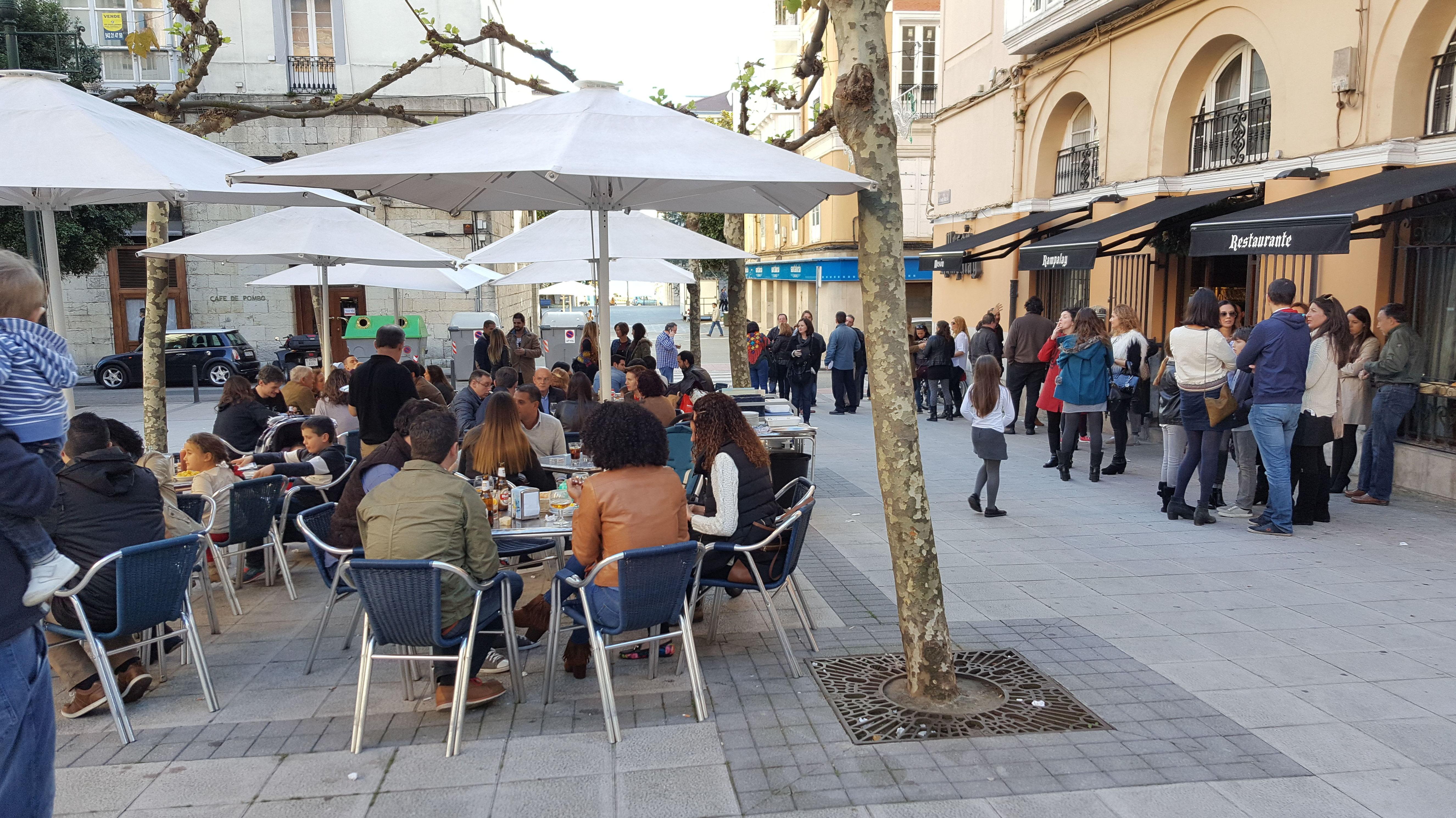 Bar con terraza en Santander