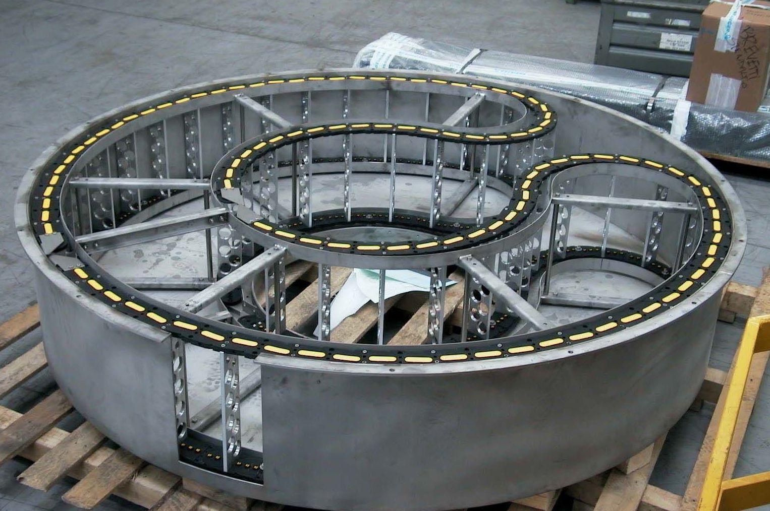 Cadena portcables de nylon con contragiro y traviesas mecanizadas BREVETTI STENDALTO
