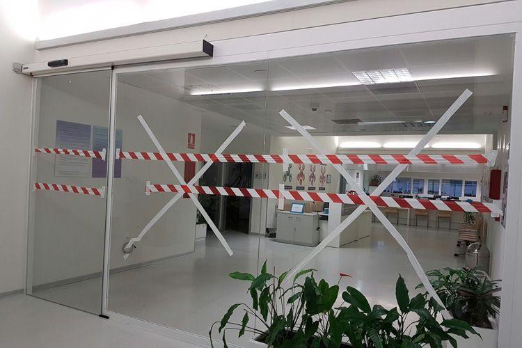 Instalación de puerta de control de acceso