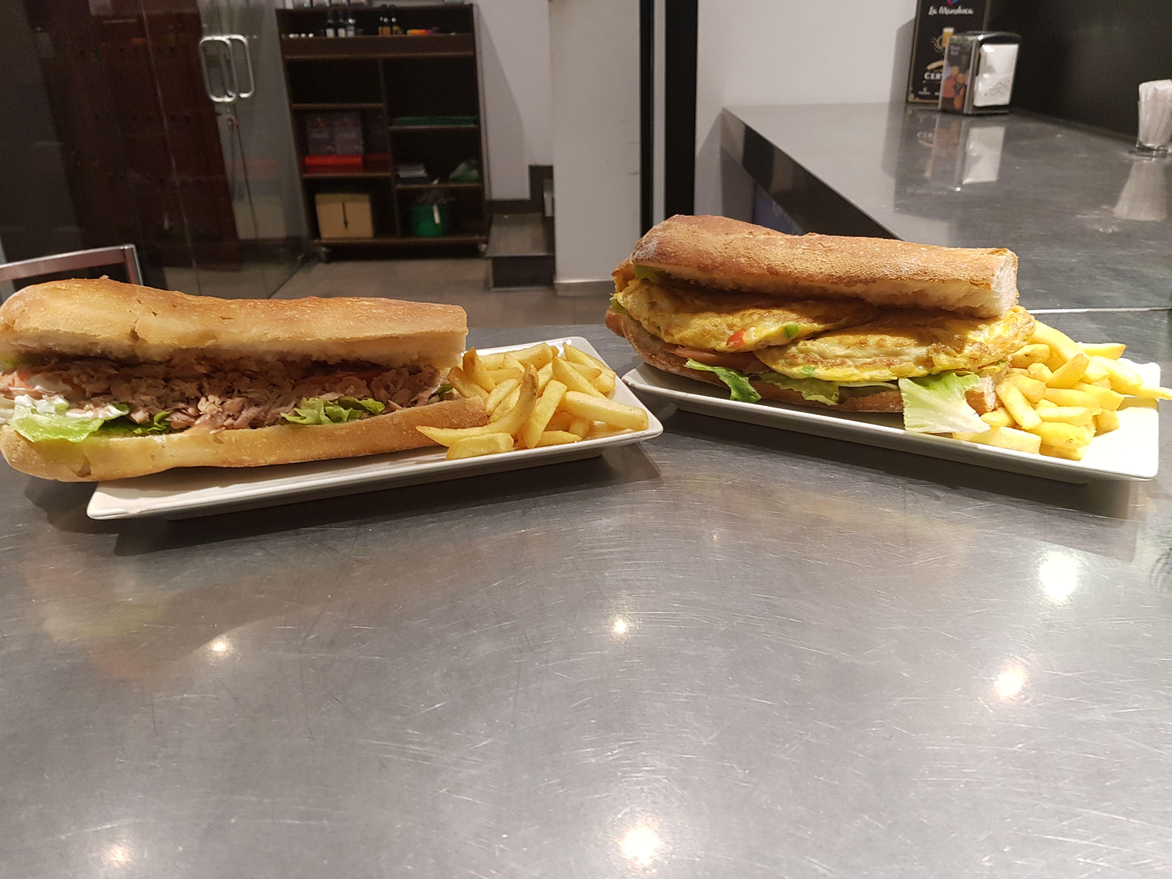 Restaurante con bocadillos variados en Ávila