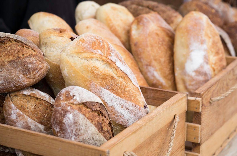 Elaboración artesanal de pan en Torrejoncillo, Cáceres