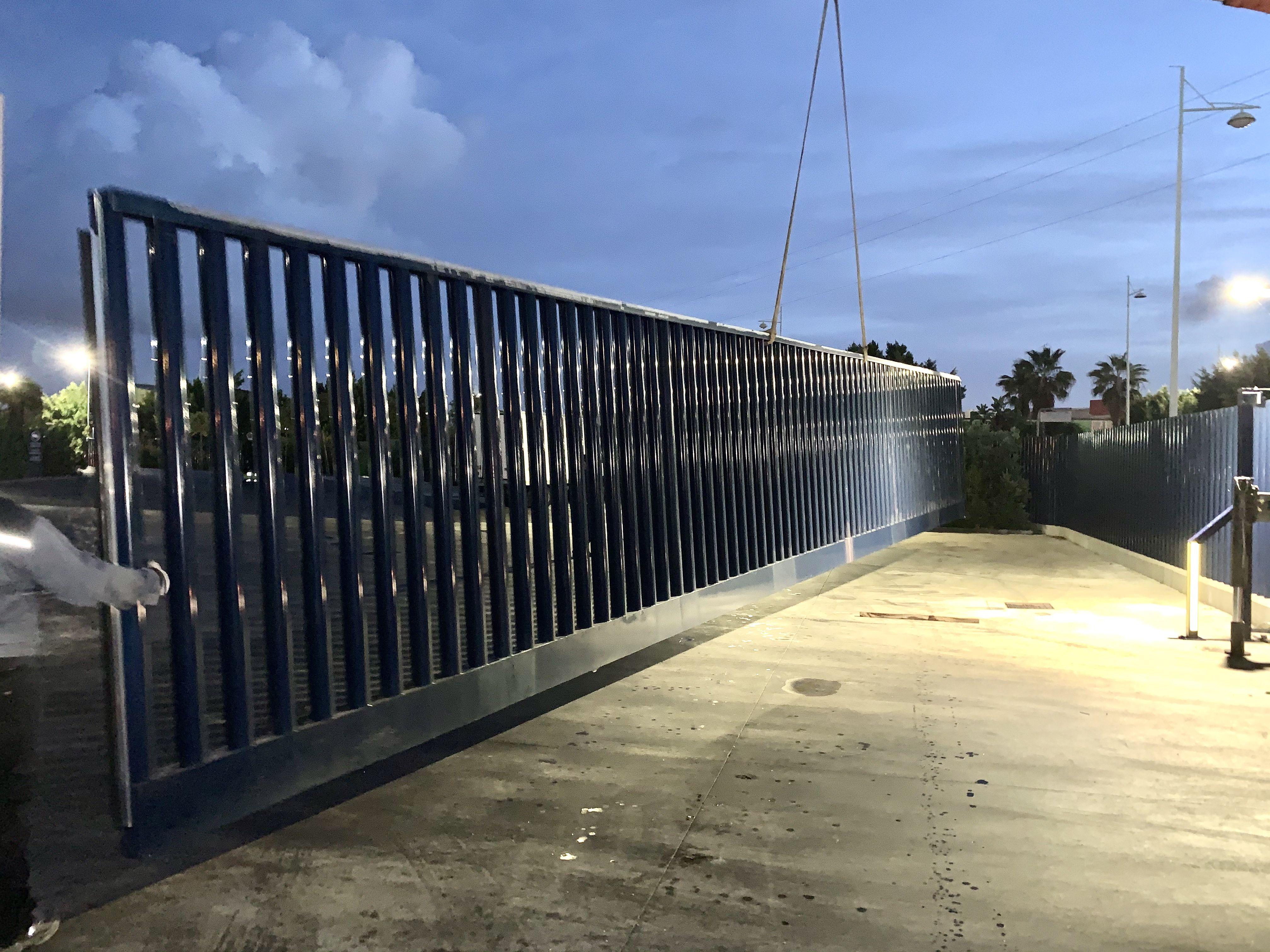Foto 3 de Carpintería metálica y especialistas en acero inoxidable en  | Cerrajería Inox Las Salinas
