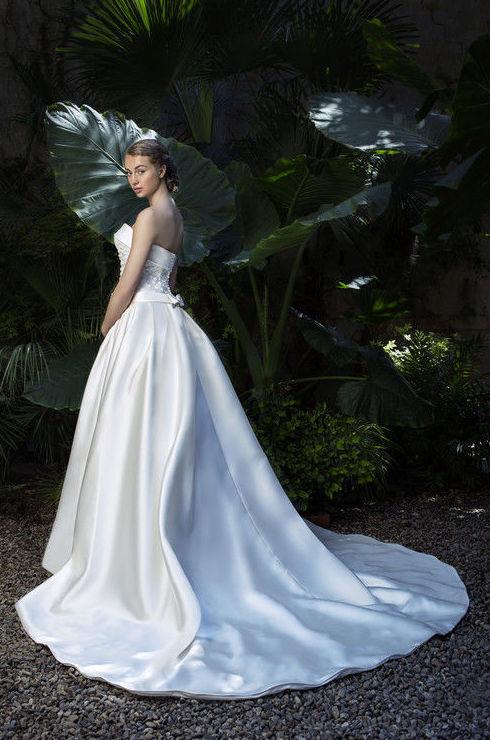 Foto 29 de Vestidos de novia y madrina en Tomelloso, Ciudad Real en Tomelloso | Caprichos
