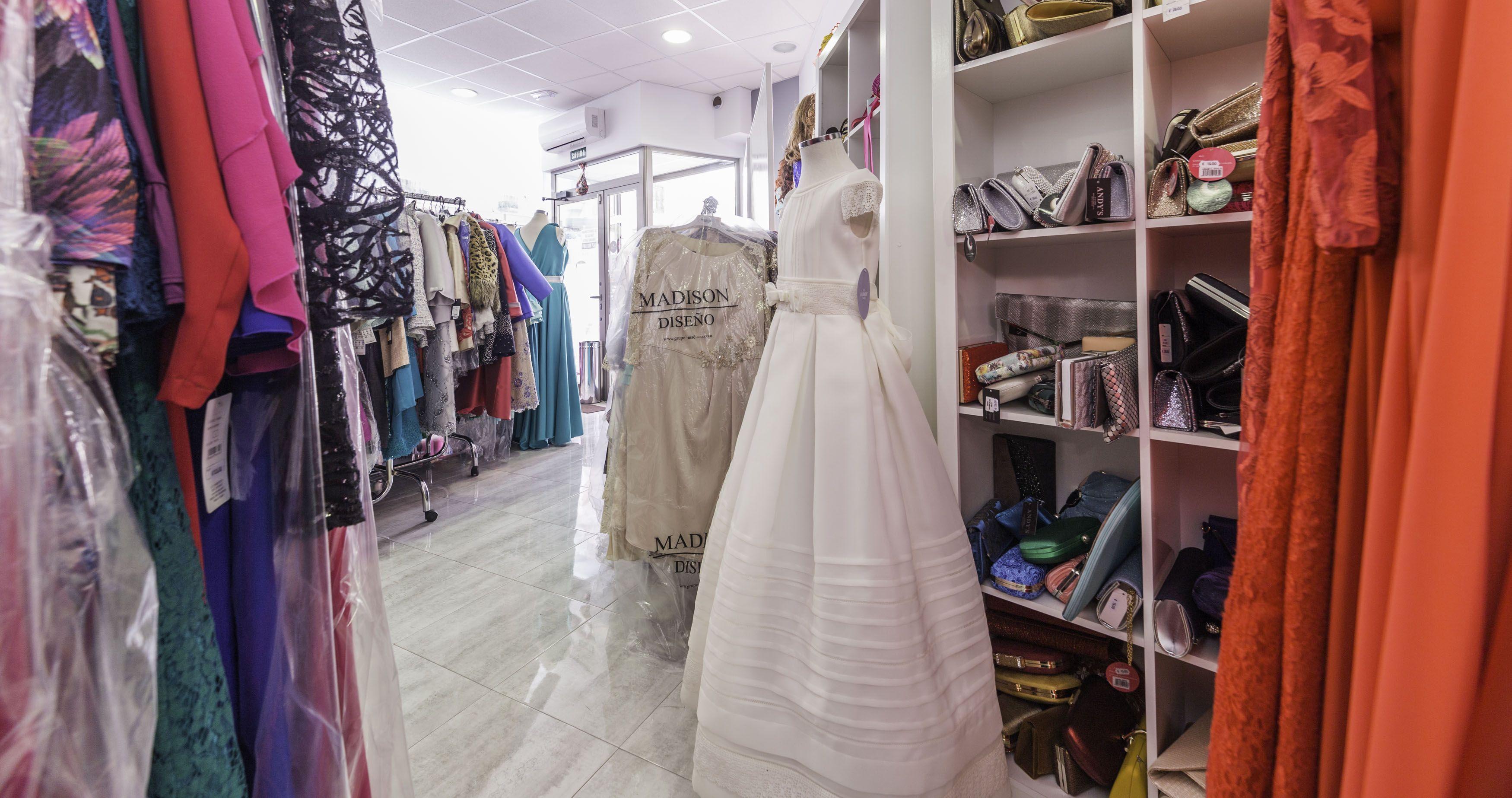 Foto 5 de Vestidos de novia y madrina en Tomelloso, Ciudad Real en Tomelloso | Caprichos