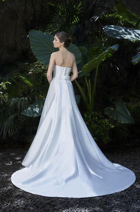 Foto 37 de Vestidos de novia y madrina en Tomelloso, Ciudad Real en Tomelloso | Caprichos