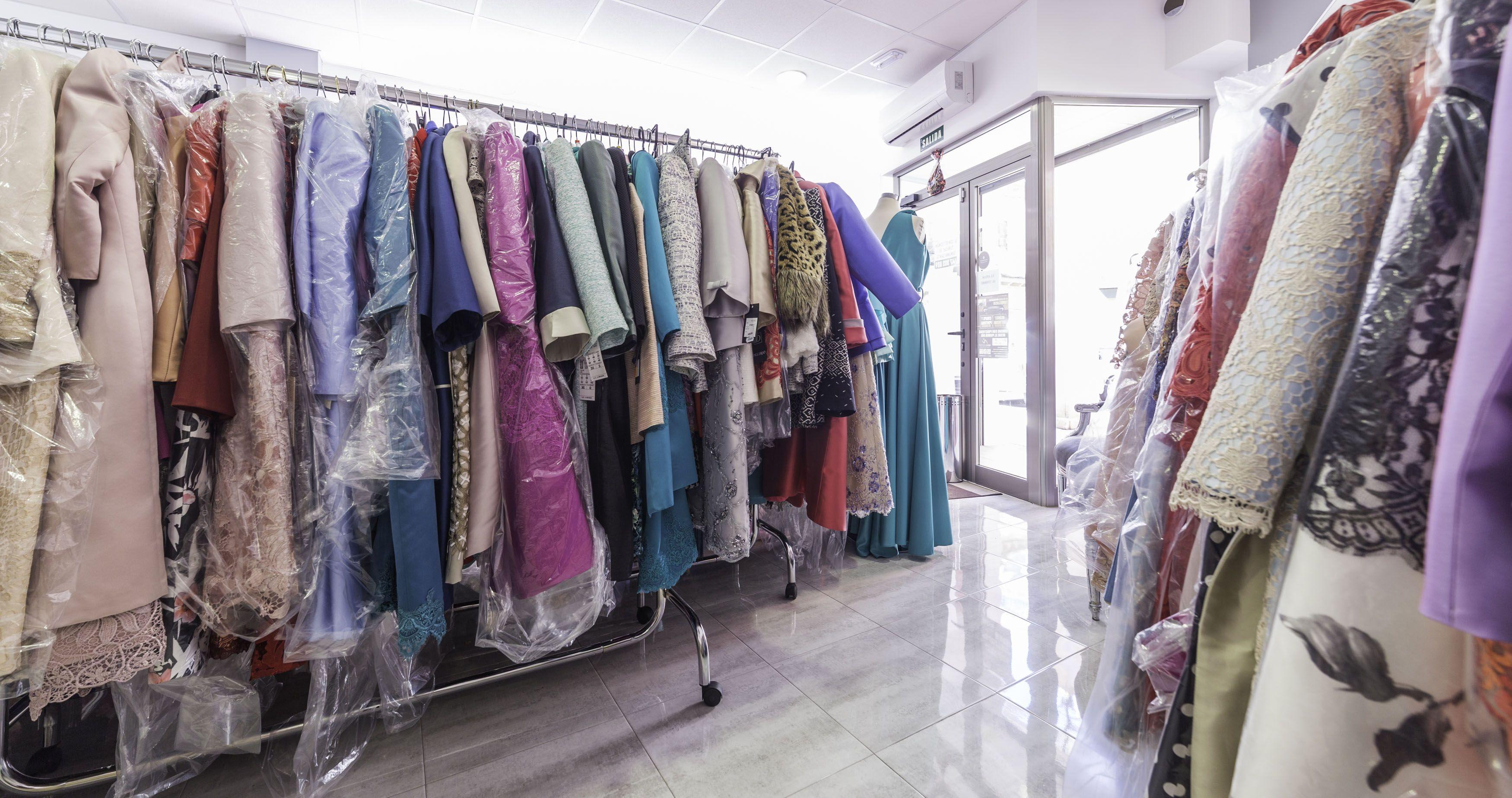Foto 4 de Vestidos de novia y madrina en Tomelloso, Ciudad Real en Tomelloso | Caprichos