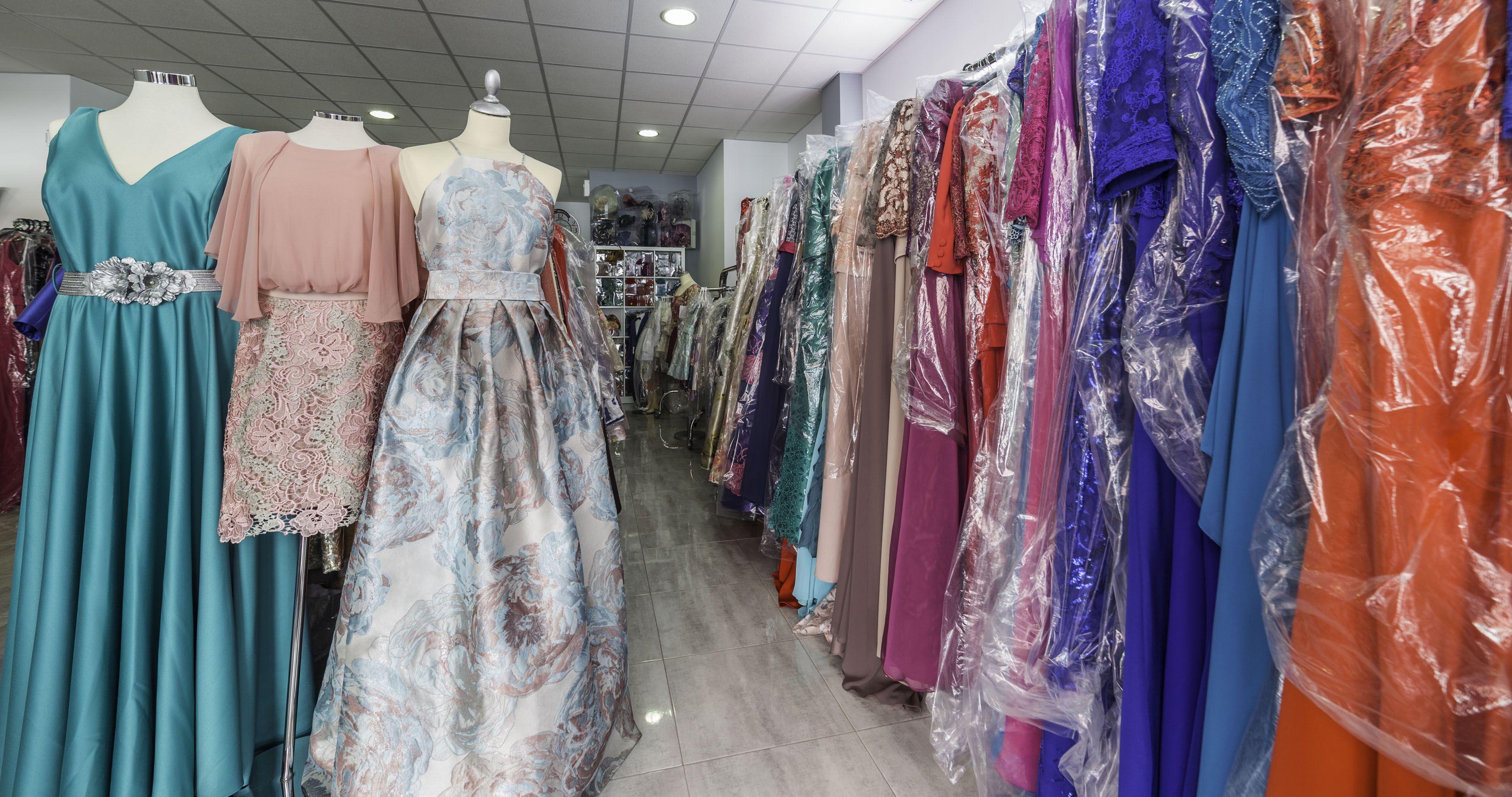 Foto 6 de Vestidos de novia y madrina en Tomelloso, Ciudad Real en Tomelloso | Caprichos