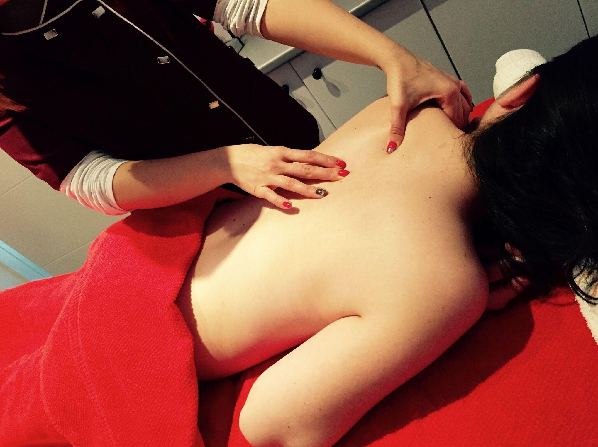 Masaje de Espalda: Tratamientos de belleza de Yani's Centro de Estética