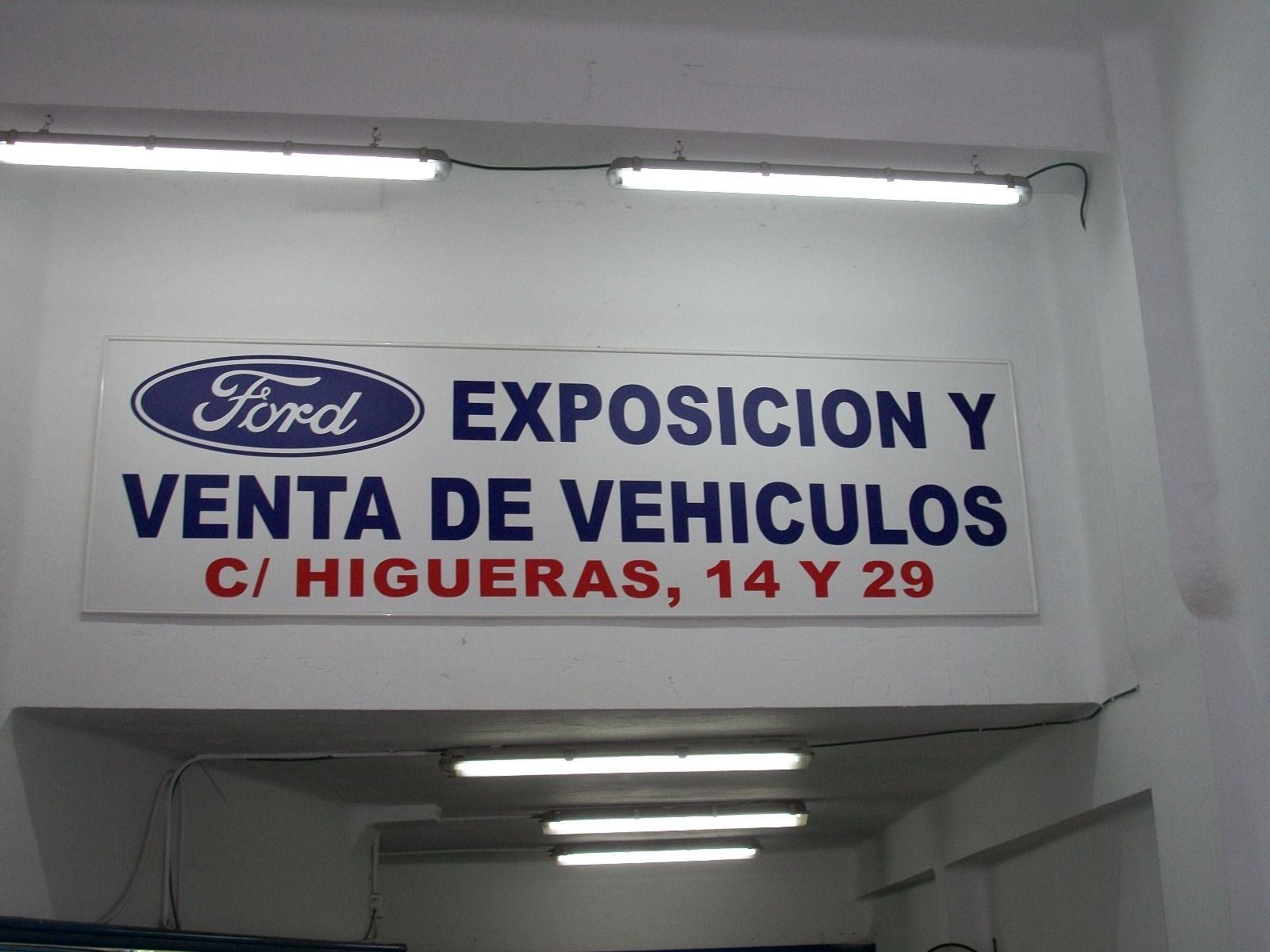 Exposición y venta de vehículos nuevos y seminuevos