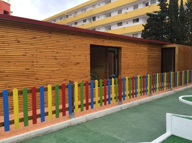 Revestimiento con madera y valla