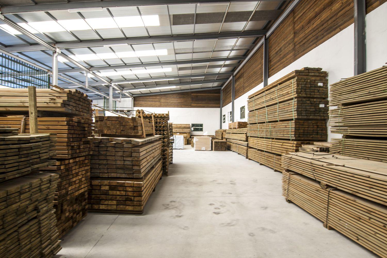 Almacén de maderas tratadas en Málaga