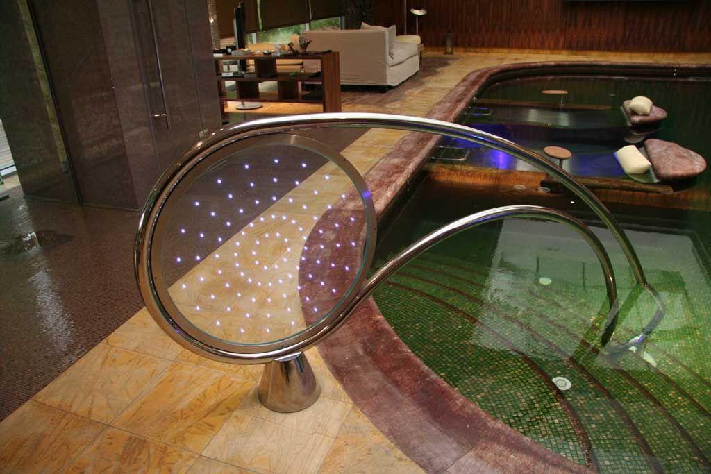 Barandilla de diseño para acceso a piscina