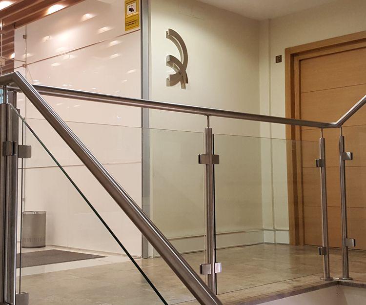 Barandilla para escalera de oficinas
