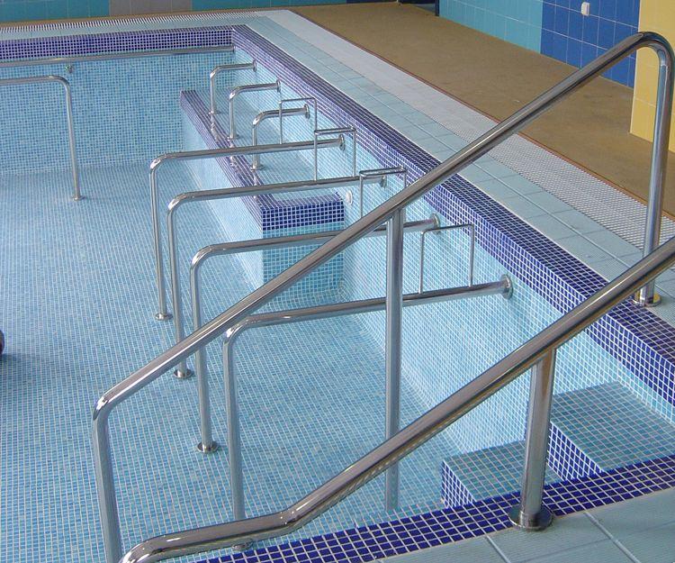 Barandilla de acceso a piscina