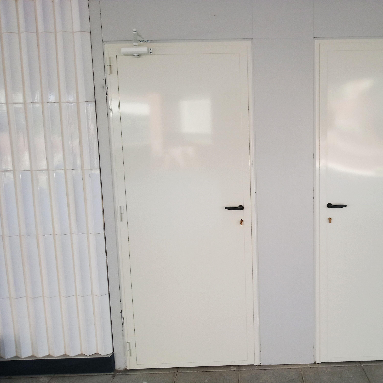 Puertas metálicas varios usos cerrajería Avelino Izquierdo en Madrid
