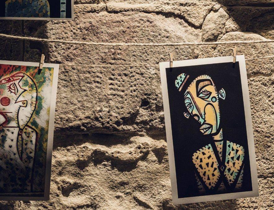 Exposiciones de artistas emergentes