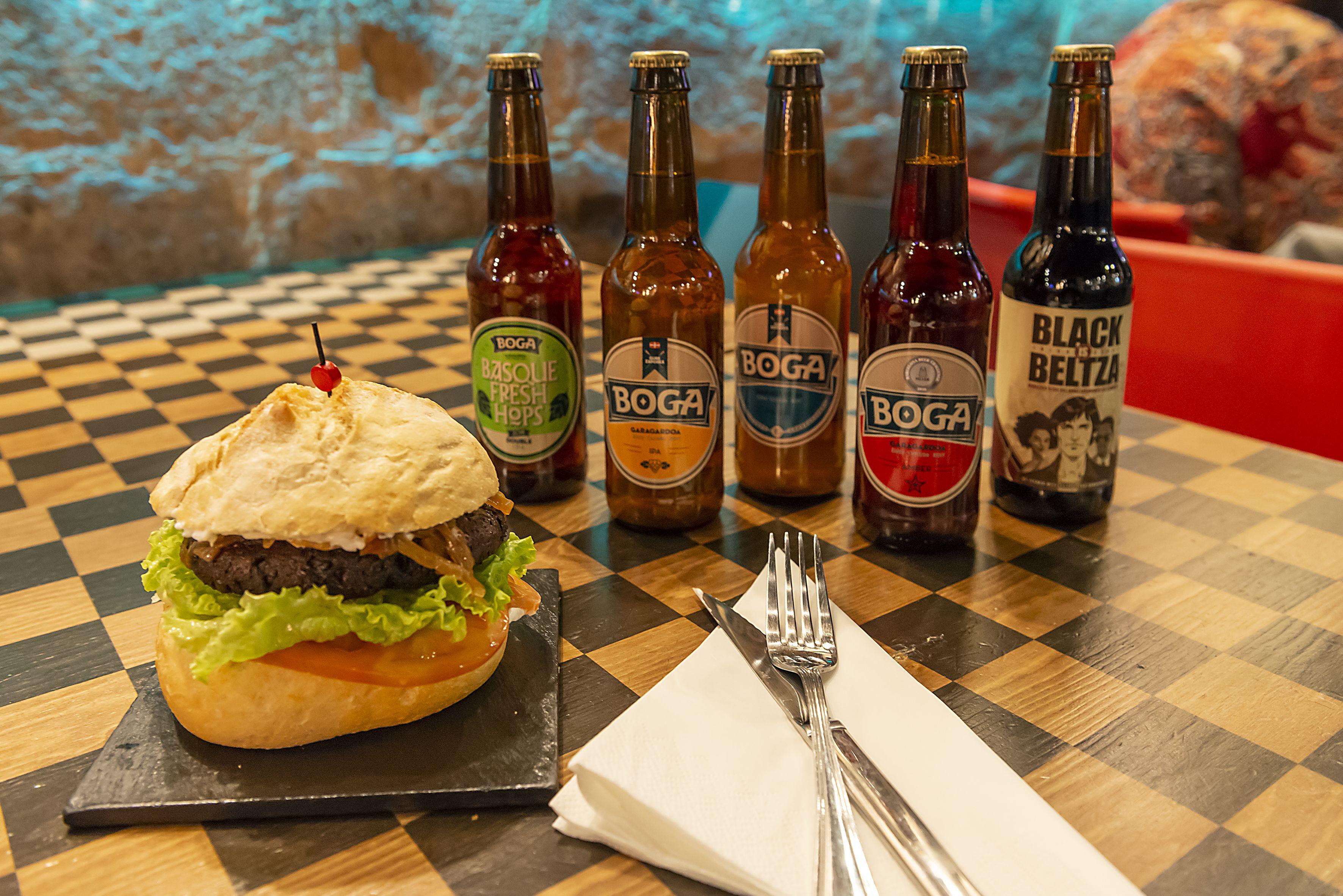 Cervezas y hamburguesa Pub k2