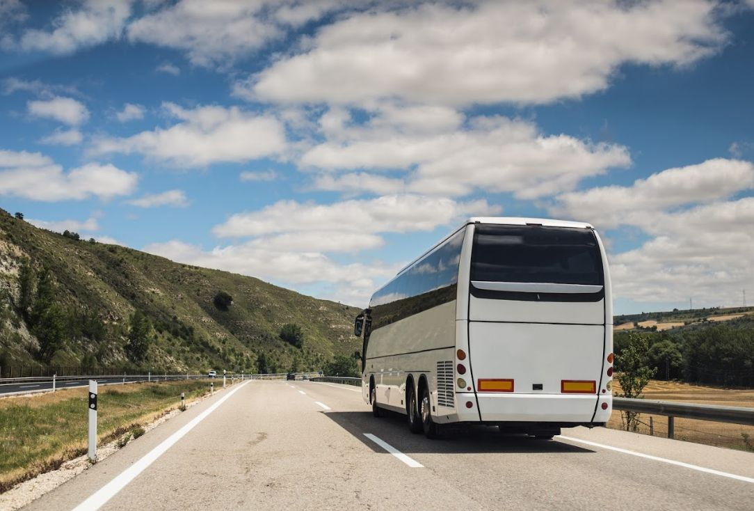 Rutas nacionales e internacionales: Servicios de Autocares J. Ruibal