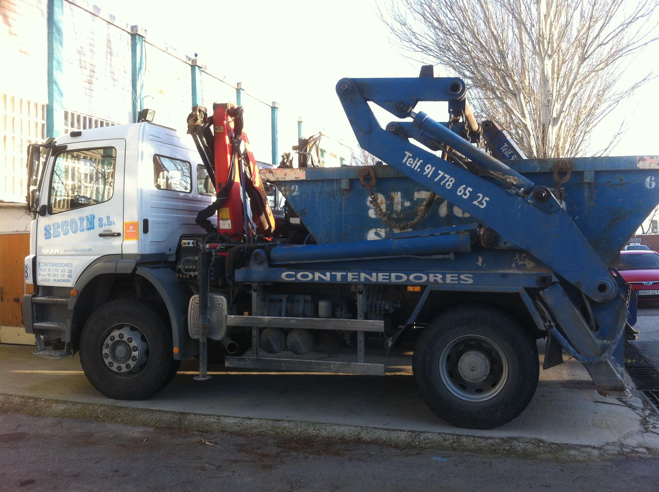 Camión con contenedor de la empresa Secoin