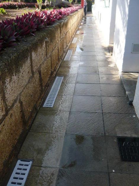 Reforma Trabajo finalizado de canalización en pasillo de terraza exterior de comunidad de vecinos en Santa Cruz de Tenerife