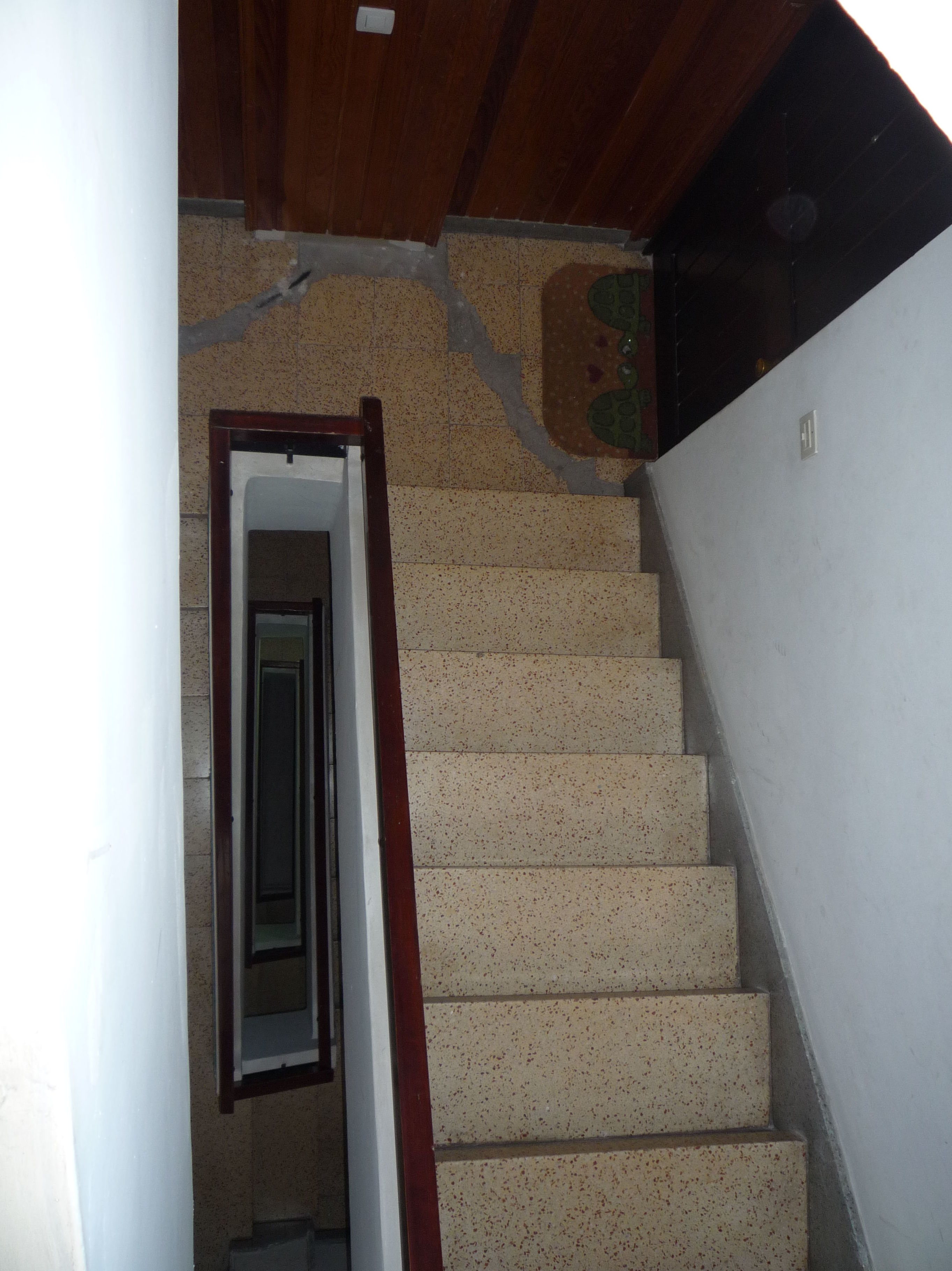 Reforma en escalera de comunidad de vecinos antes de cambiar el pavimento. Santa Cruz de Tenerife