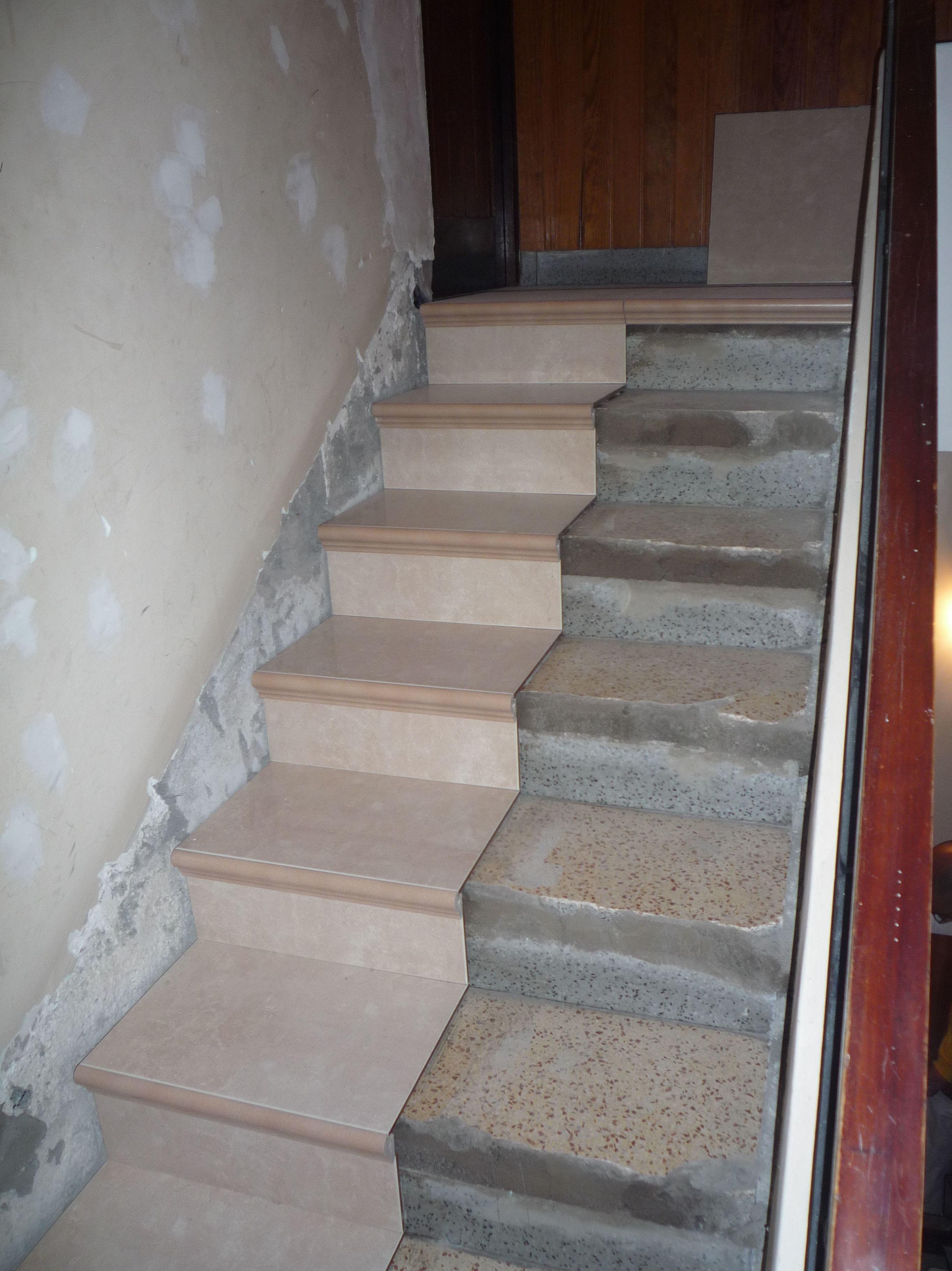 Reforma cambio de pavimento en comunidad de vecinos de sc en edificio sin ascensor Santa Cruz de Tenerife