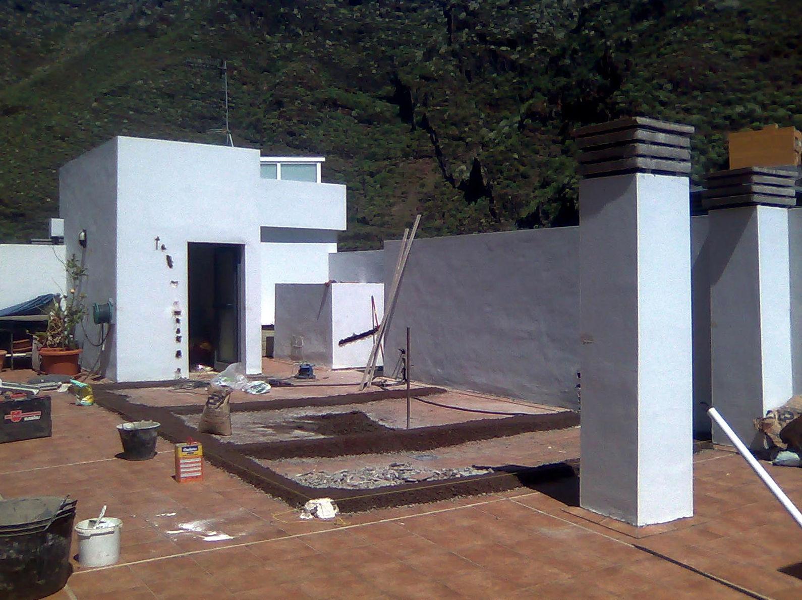 Obras de reforma para realizar cerramiento en aluminio para creación de habitación en azotea de vivienda en Santa Cruz de Tenerife