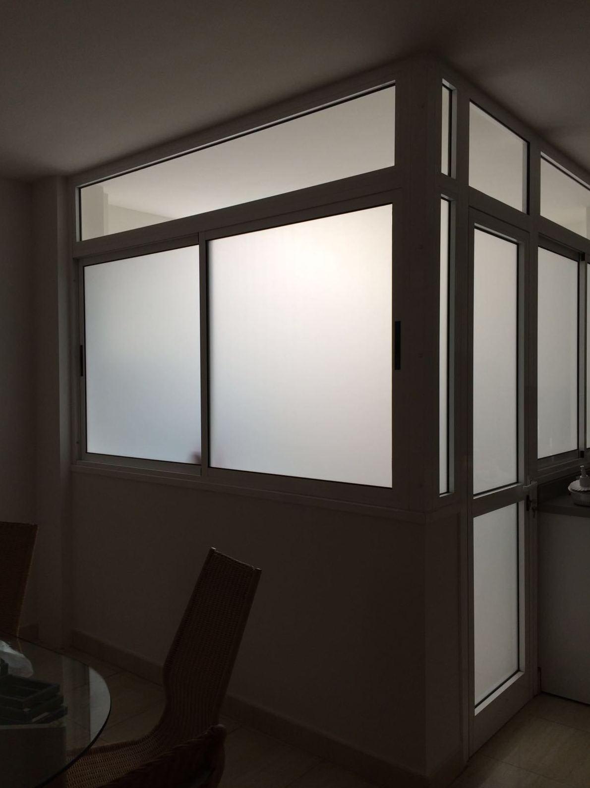 Reforma en piso Santa Cruz de Tenerife. Colocación de vinilo en ventanas y puertas